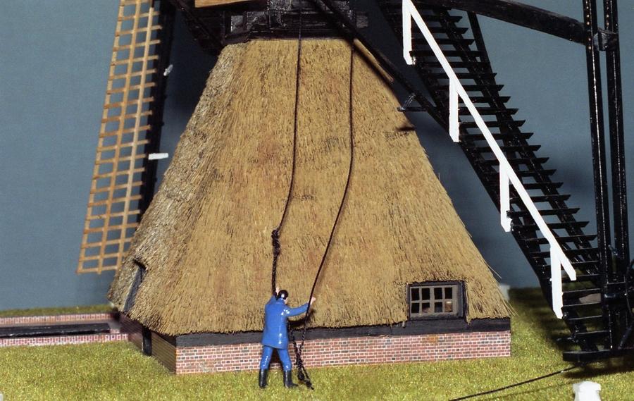 Penterbak bouwt De Zandwijkse molen.