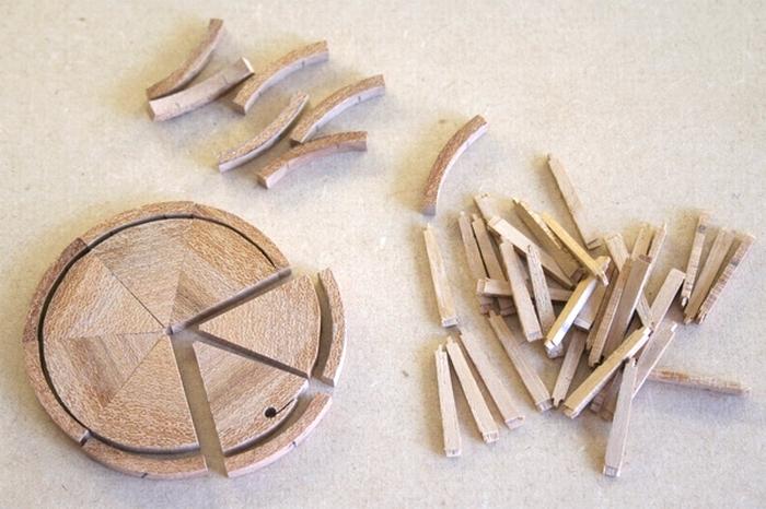 Penterbak bouwt een mallejan. De velgen.
