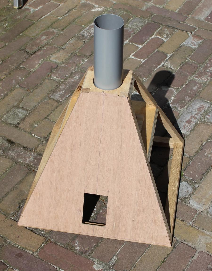 Penterbak modelbouw bouwt een tuinmolen, de wipmolen van de Schoterveenpolder
